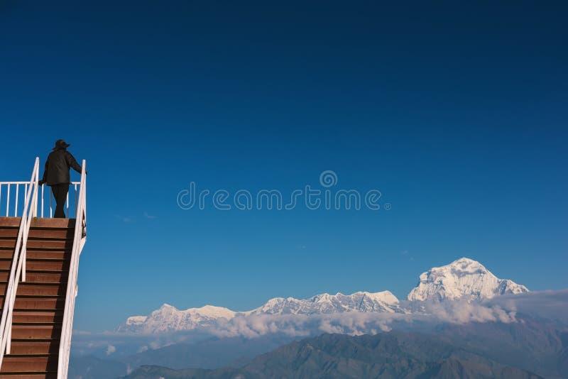 Punto de opinión de Poon Hill con el pico los 8,167m de Dhaulagiri en el fondo, Nepal fotografía de archivo libre de regalías