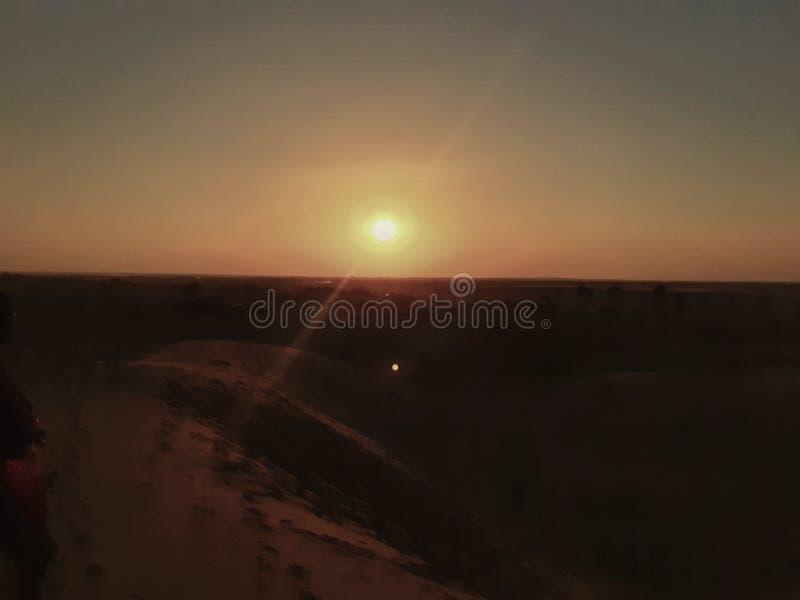 Punto de sol de dunas de arena fotos de archivo libres de regalías