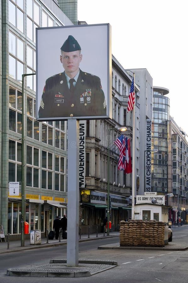 Punto de verificación charlie Berlín foto de archivo