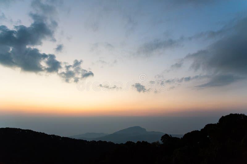 Punto de visión en el parque nacional del inthanon de Doi en Chiang Mai, Tailandia imagen de archivo