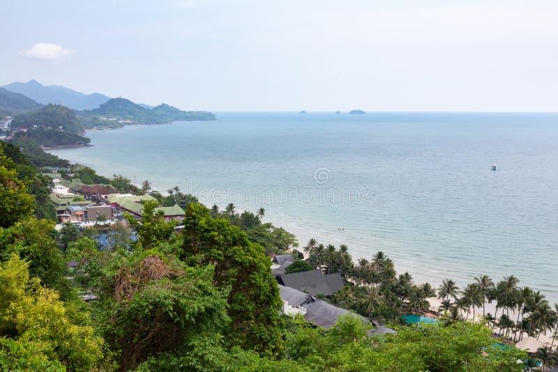 Punto de visi?n para que turista vea el paisaje hermoso, paisaje marino en Koh Chang, Trat, Tailandia imagen de archivo libre de regalías