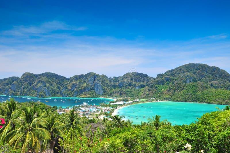 Punto de vista al mar azul en Phi Phi Island Thailand fotos de archivo libres de regalías
