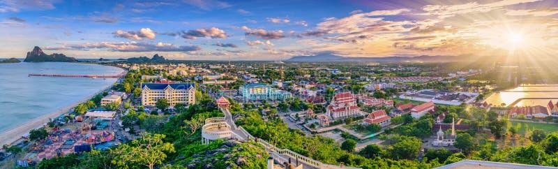 Punto de vista del panorama de Khao Chong Krachok en la puesta del sol, Prachuapkhir imagen de archivo libre de regalías