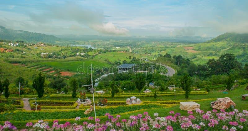 Punto de vista en el distrito del kho del khao, estación de lluvias, Phetchabun, Tailandia imagen de archivo