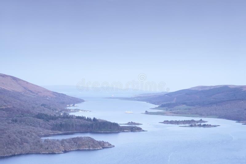 Punto de vista de Tighnabruaich en la costa oeste de Argyll y del Bute que muestra a Rothesay el viaje en transbordador Escocia R foto de archivo libre de regalías