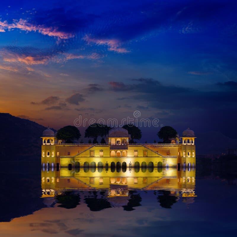 Punto di riferimento dell'India - Jal Mahal Lake Palace immagini stock libere da diritti
