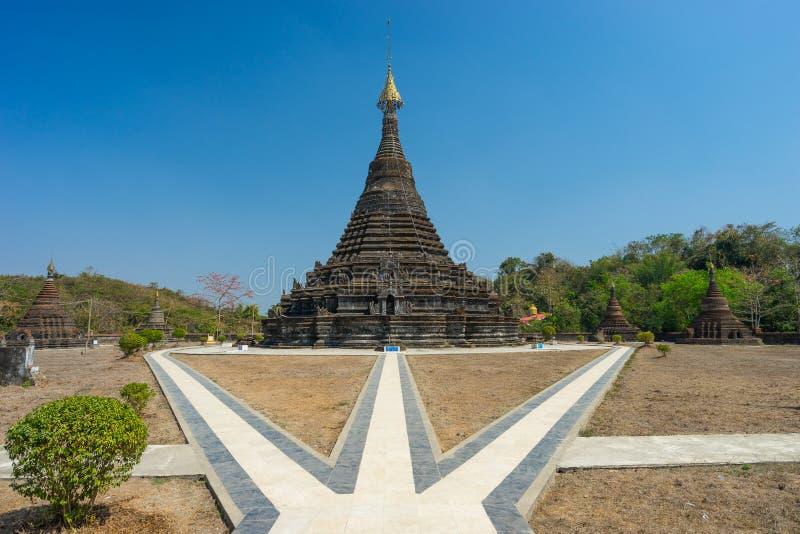 Punto di riferimento della pagoda di Aung dell'uomo di Sakya vecchio della città di Mrauk U, Rakhine immediatamente immagine stock libera da diritti