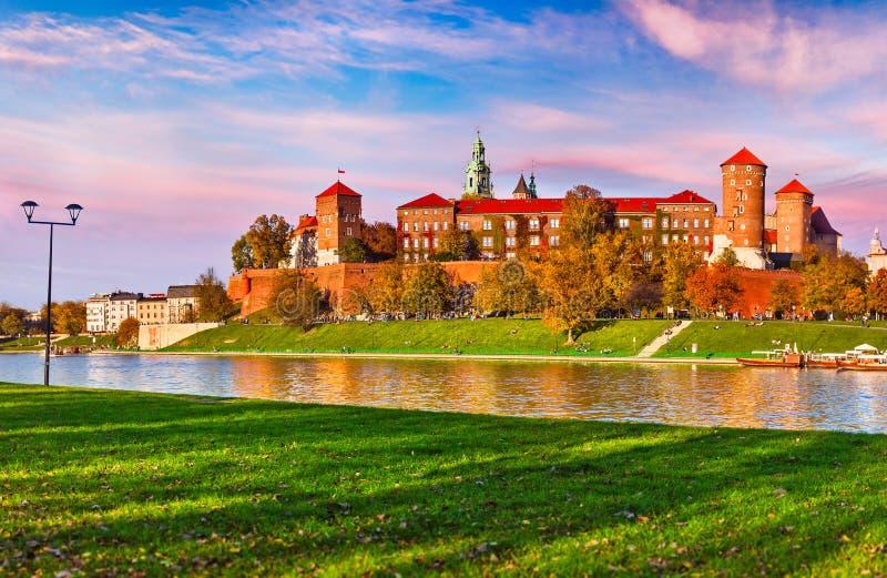 Punto di riferimento famoso del castello di Wawel a Cracovia Polonia fotografia stock libera da diritti