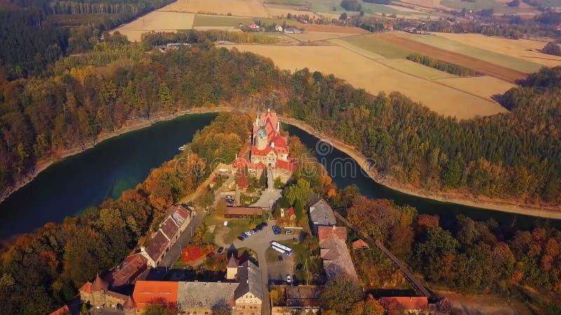 Punto di riferimento famoso del castello di Wawel a Cracovia Polonia Paesaggio pittoresco sul fiume Vistola della costa Tramonto  fotografia stock
