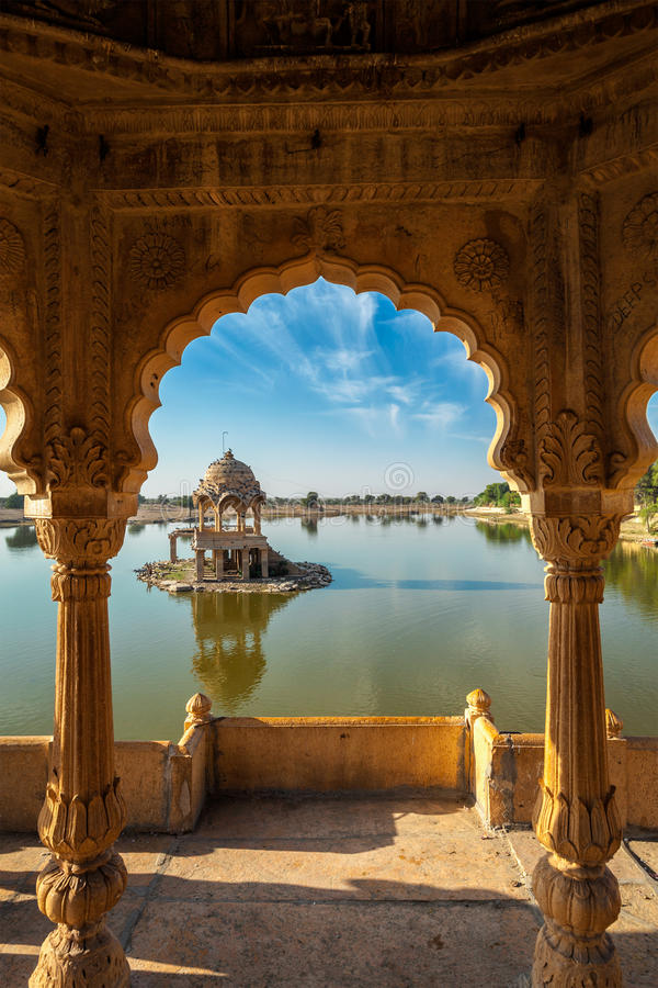 Punto di riferimento indiano Gadi Sagar nel Ragiastan fotografie stock libere da diritti