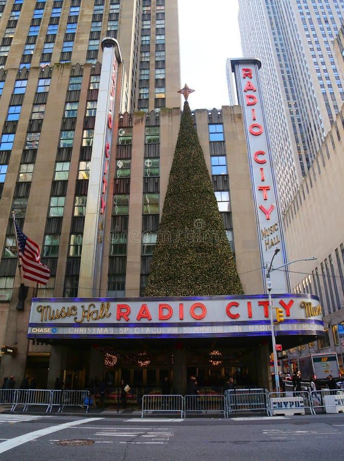 Punto di riferimento di New York, teatro di varietà radiofonico della città nel centro di Rockefeller decorato con le decorazioni immagine stock