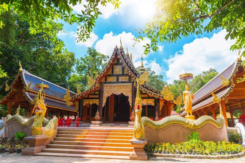 Punto di riferimento tailandese di viaggio di arte e della cultura del tempio del rampoeng di Wat bello a Chiang Mai immagini stock