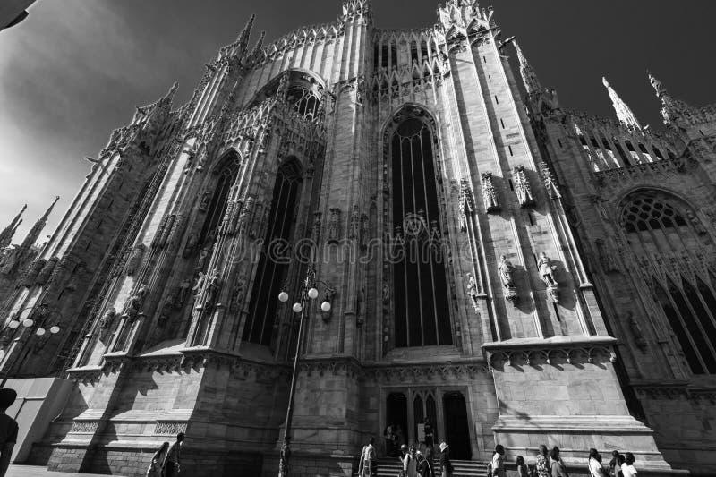 Punto di vista in bianco e nero del lato di Milan Cathedral Duomo, Italia fotografia stock libera da diritti