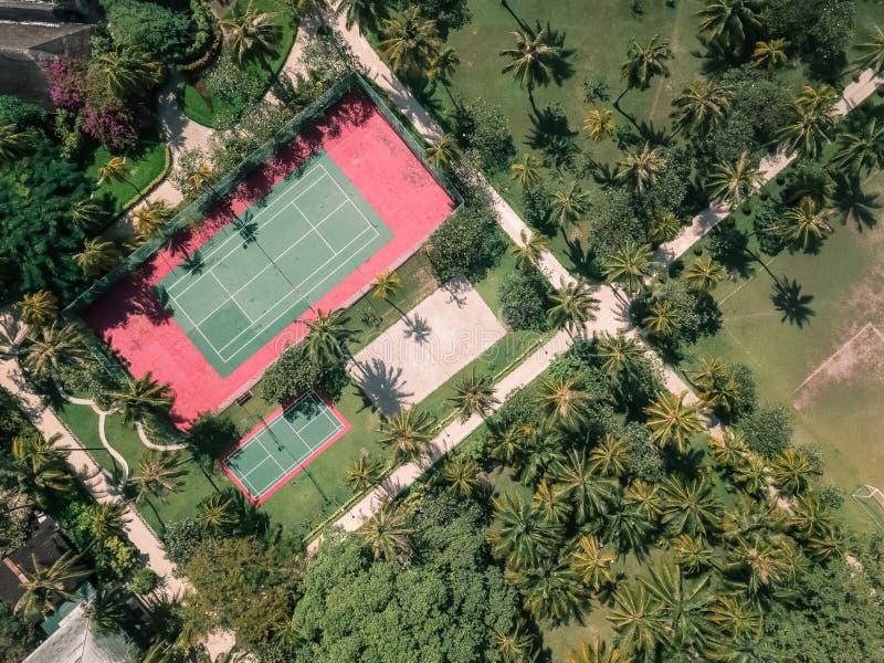 Punto di vista del fuco di un campo da tennis fotografia stock libera da diritti