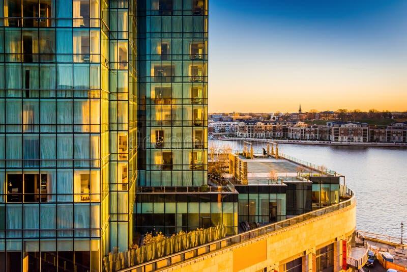 Punto di vista del Legg Mason Building e lungomare al tramonto, in Bal fotografia stock libera da diritti