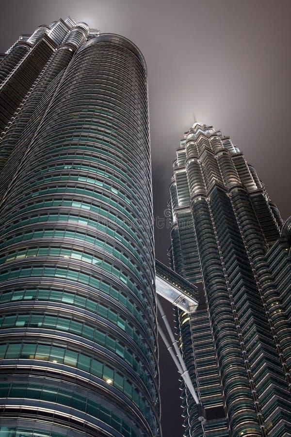 Punto di vista del particolare delle torrette di Petronas fotografie stock