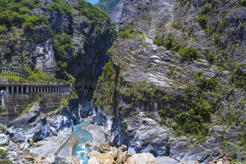 Punto di vista del tunnel e di Liwu River di prevenzione di Rockfall al parco nazionale di Taroko fotografie stock libere da diritti