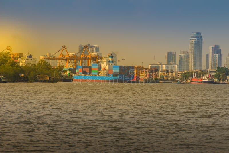 Punto di vista dell'autorità portuale di Bangkok Al della porta di Klong o della Tailandia Toey immagine stock
