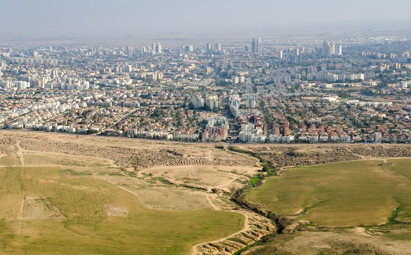 Punto di vista dell'uccello alla città della birra-Sheva - capitale del Negev immagine stock
