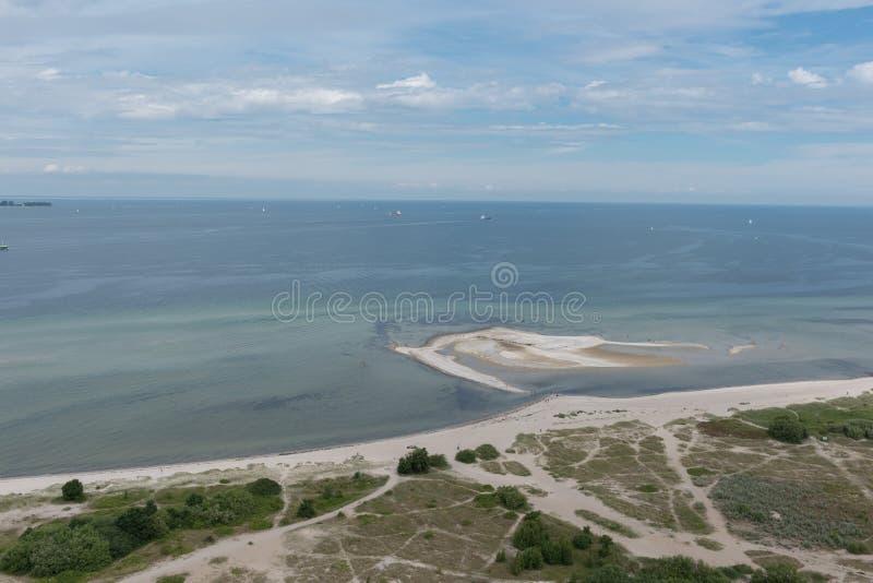 Punto di vista dell'uccello nel laboe orientale sopra il Mar Baltico fotografie stock libere da diritti