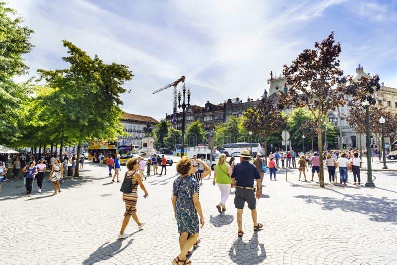 Punto di vista della plaza de la libertad centrale nella maggior parte della zona turistica della città, con molta gente fotografia stock