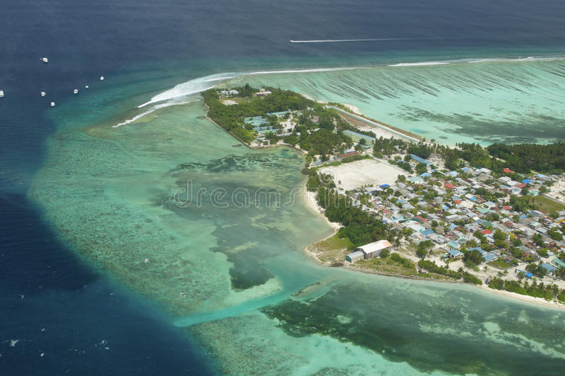 Punto di vista di Arial dell'isola di vacanze immagini stock libere da diritti