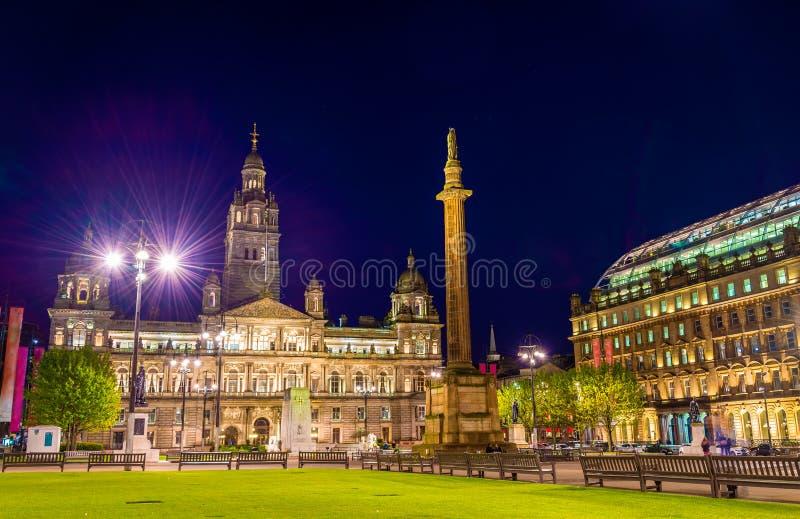 Punto di vista di George Square a Glasgow alla notte fotografie stock libere da diritti