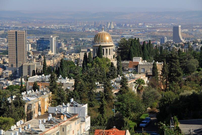 Punto di vista di Haifa Israel con la centrale nucleare ed il santuario di Bab fotografie stock libere da diritti