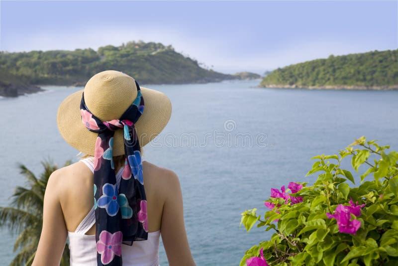 Punto di vista di oceano e della donna fotografie stock libere da diritti