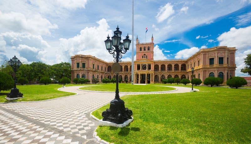 Punto di vista di Palacio de los Lopez Asuncion, Paraguay fotografie stock libere da diritti