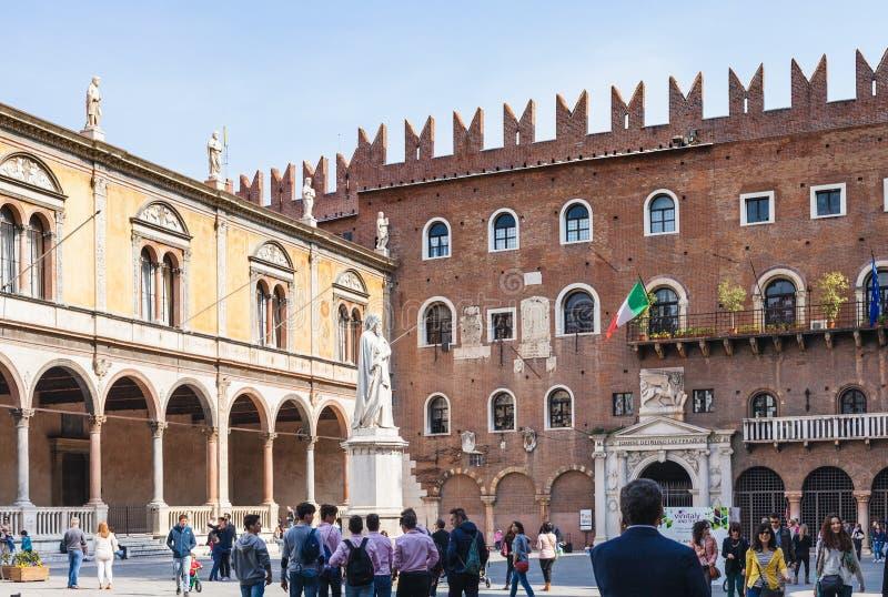 Punto di vista di Signori di dei della piazza nella città di Verona fotografie stock