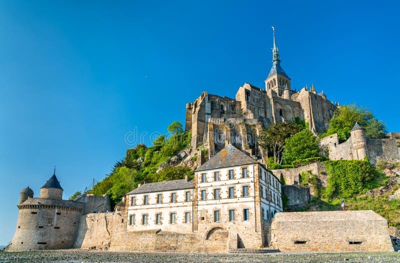 Punto di vista di Mont-San-Michel, un'abbazia famosa in Normandia, Francia fotografia stock libera da diritti