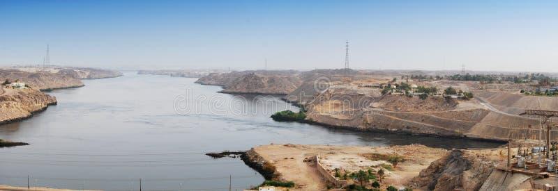 Punto di vista di Nile River dalla diga di Assuan, Egitto di panorama fotografia stock libera da diritti