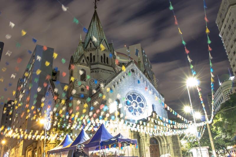 Punto di vista di notte di Santa Ifigenia Church immagine stock