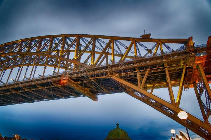 Punto di vista di notte di Sydney Harbor Bridge, Australia fotografia stock