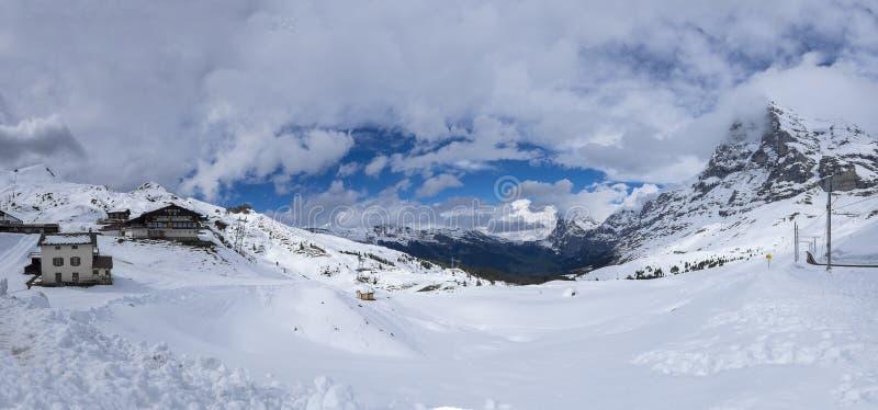 Punto di vista di panorama di Kleine-Scheidegg innevato immagini stock libere da diritti
