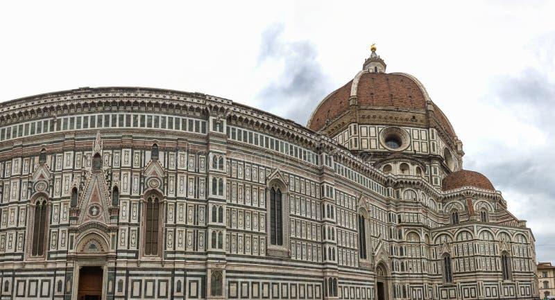 Punto di vista panoramico della cattedrale di Santa Maria - Del - Fiore a Firenze, Italia fotografia stock