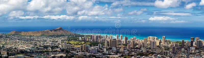 Punto di vista panoramico della città, di Waikiki e di Diamond Head di Honolulu fotografie stock