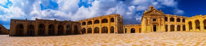Punto di vista panoramico di Manoel Square forte a Malta immagine stock