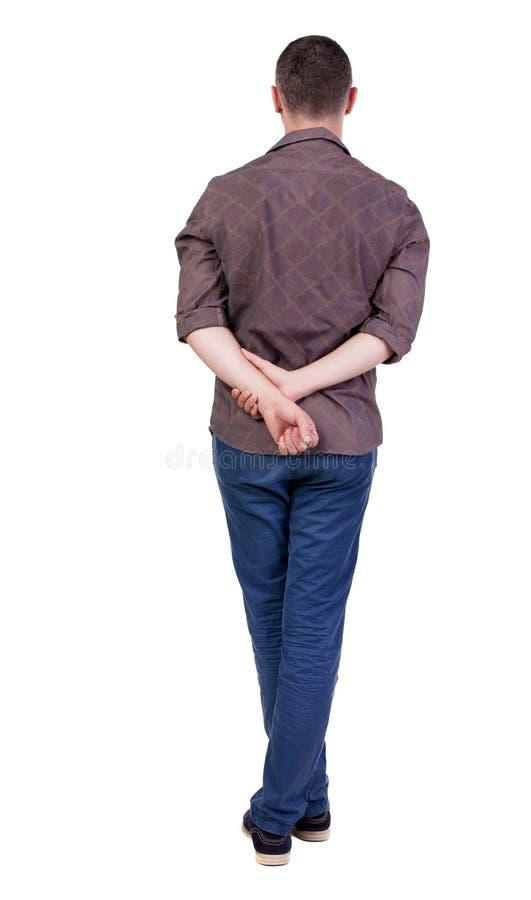 Punto di vista posteriore dell'uomo bello nel cercare della camicia fotografia stock