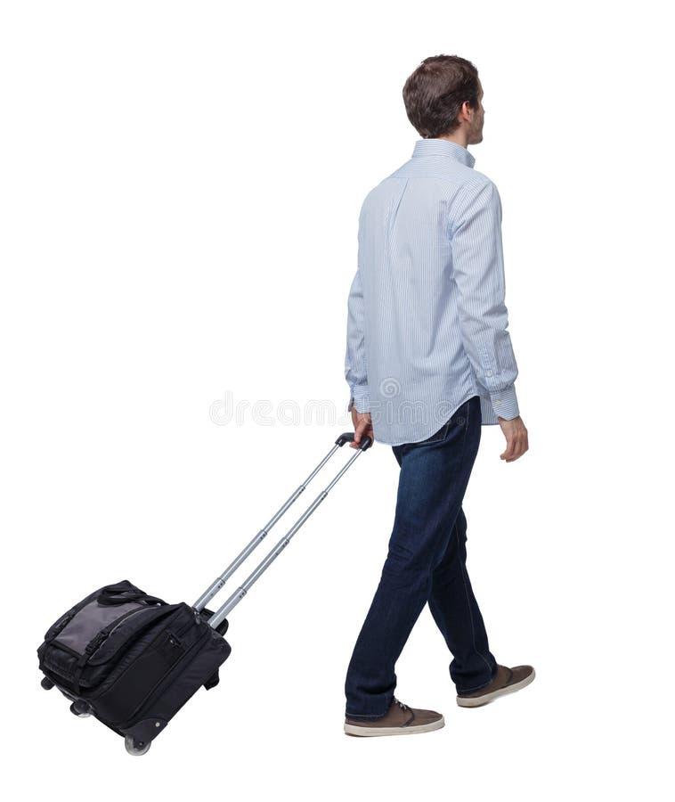 Punto di vista posteriore dell'uomo di camminata di affari con la valigia fotografia stock libera da diritti