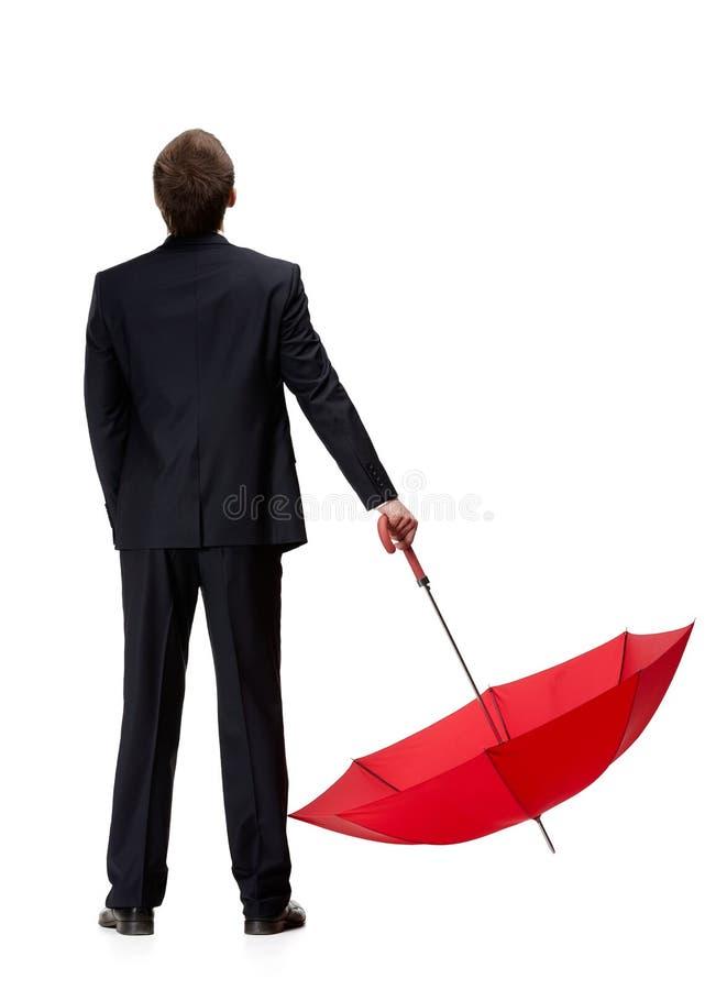 Punto di vista posteriore dell'uomo in ombrello della tenuta del vestito immagini stock libere da diritti