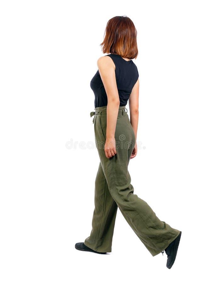 Punto di vista posteriore della donna di camminata immagini stock