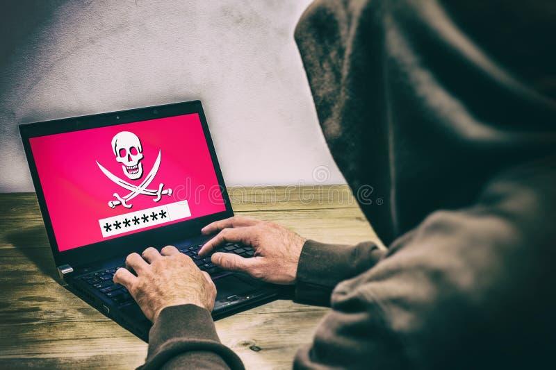Punto di vista posteriore di un pirata informatico fotografia stock libera da diritti