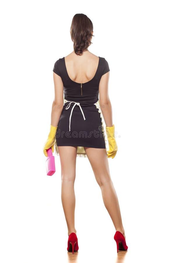 Punto di vista posteriore di una casalinga alla moda fotografia stock