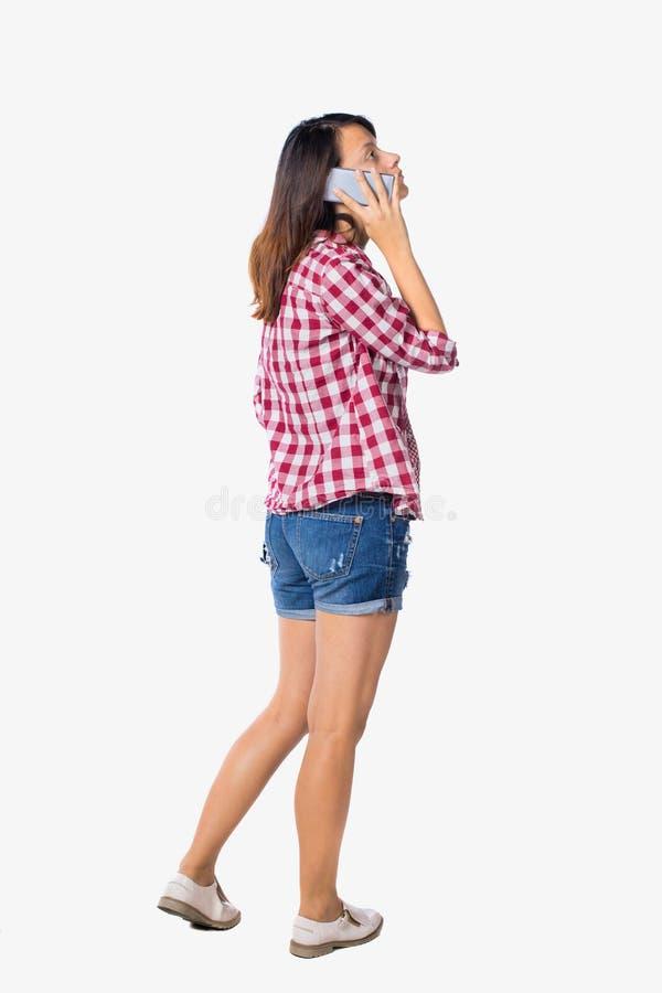 Punto di vista posteriore di una donna che parla sul telefono immagini stock