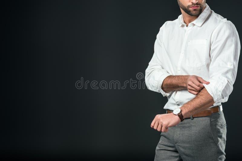 punto di vista potato dell'uomo d'affari bello in camicia bianca, fotografia stock