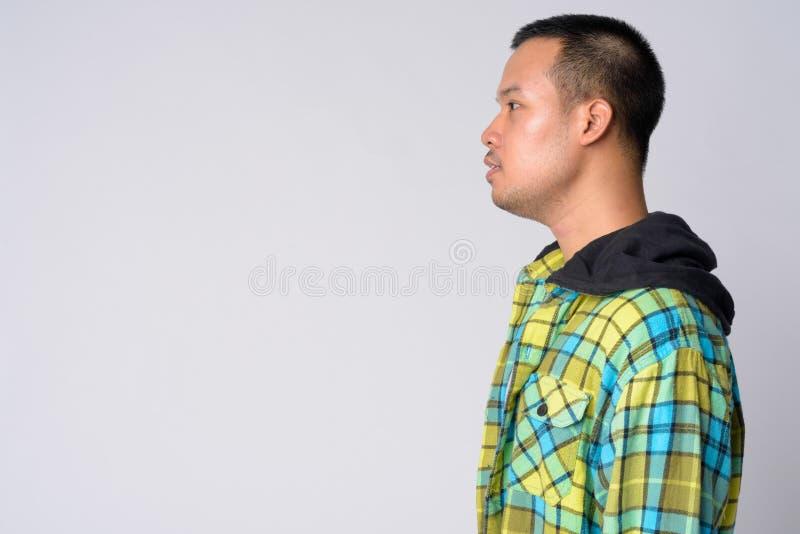 Punto di vista di profilo di giovane uomo asiatico dei pantaloni a vita bassa fotografie stock