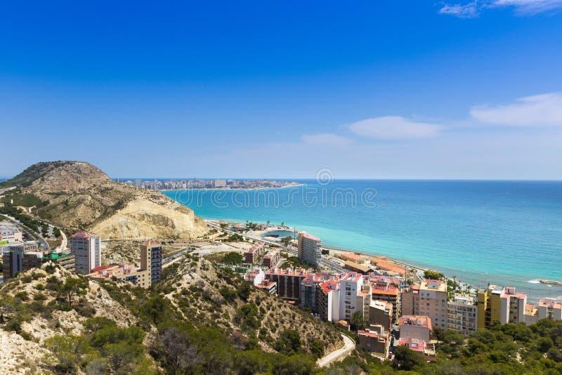 Punto di vista di Santa Barbara Castle sul supporto Benacantil sopra Alicante immagine stock libera da diritti