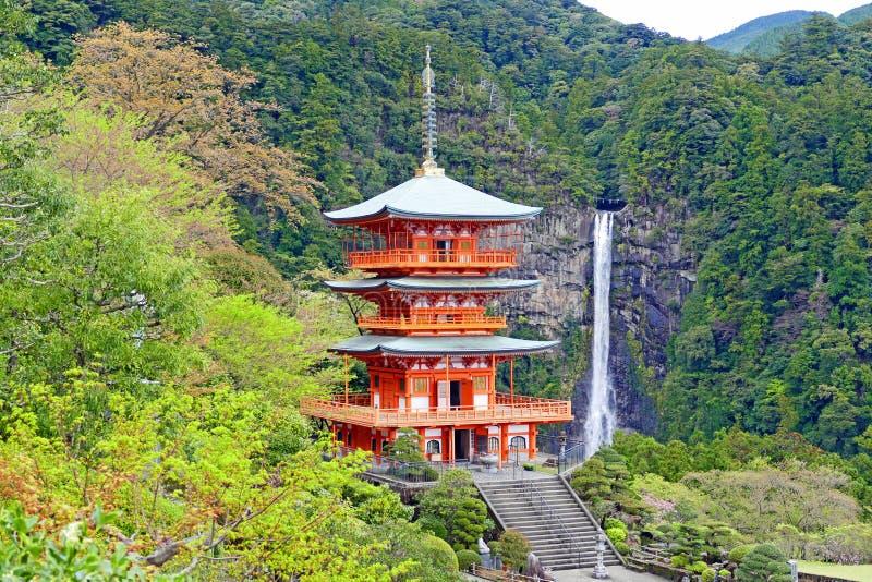 Punto di vista scenico di Kumano Nachi Taisha in primavera immagine stock